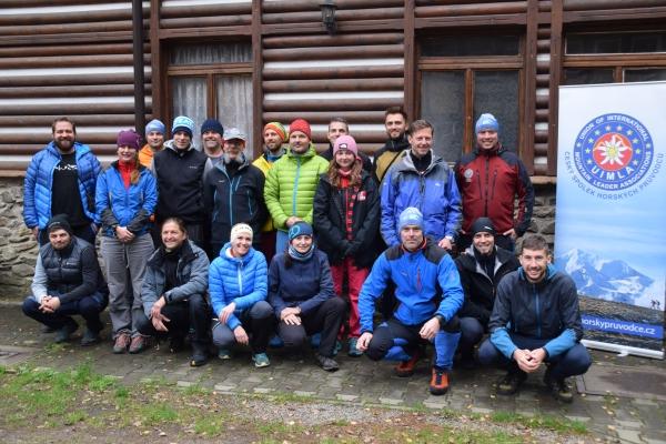 Adepti do vzdělání a realizační tým vstupního bloku (© MichalLollok